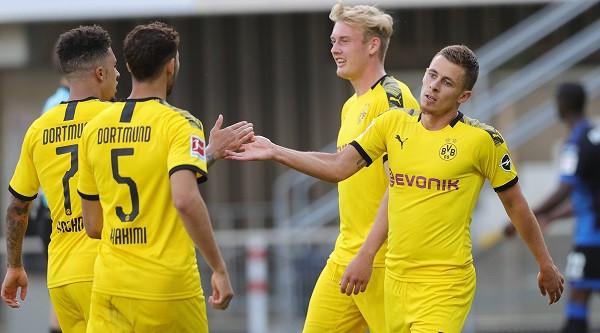 Borussia Dortmund fundos Paderbornin, hattrick Sancho