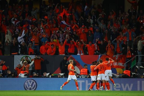 Holanda siguron finalen e Ligës së Kombeve