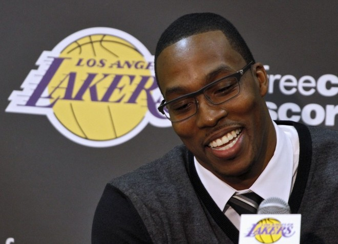 Dwight Howard zyrtarisht te Lakersat