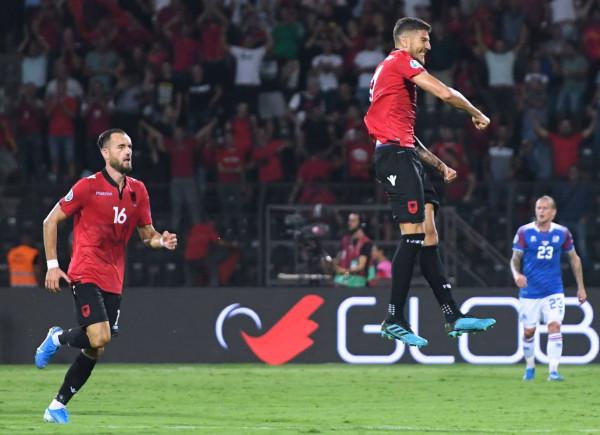 Shqipëria mposht Islandën, mbetet në lojë për kualifikim