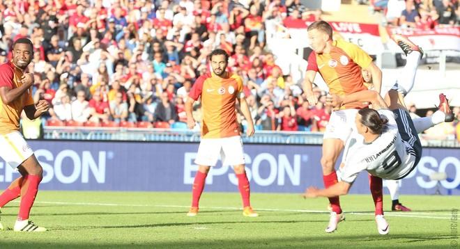 4 minuta, gol me volej, fitore - Ibra në United