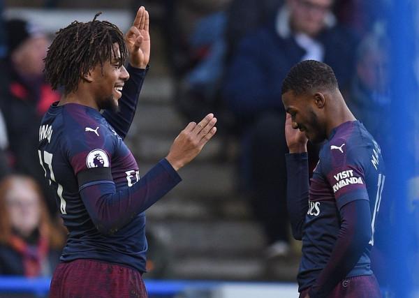 """3 pikë për Arsenalin në """"Kirklees Stadium"""""""
