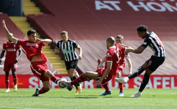 Liverpooli dorëzohet në fund, mbetet jashtë top4
