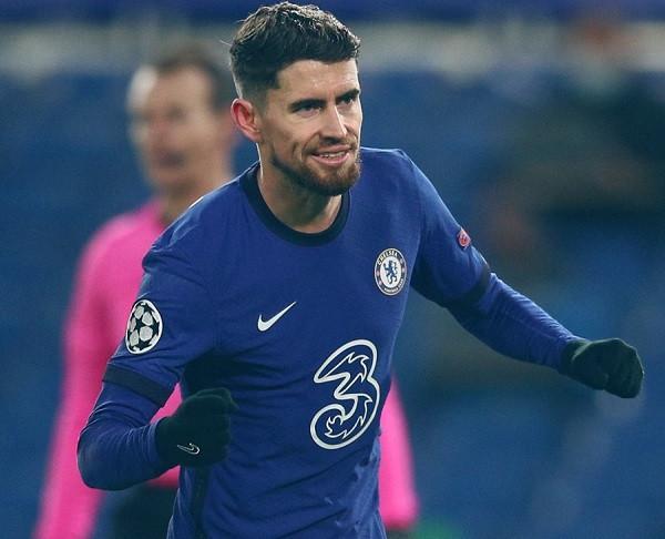 Jorginho mban Chelsean pa humbje