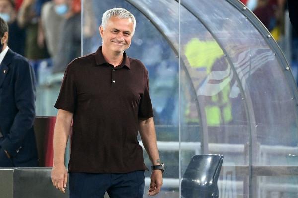 1000 ndeshje për Josen, Roma fiton në fund
