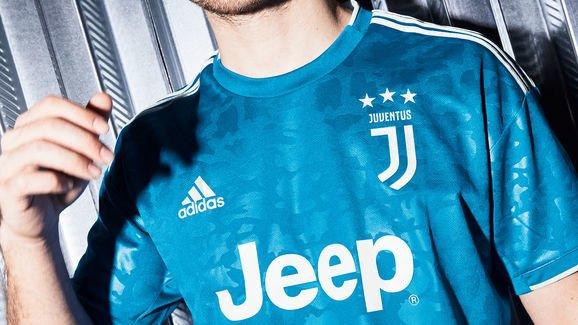 Juventus prezanton fanellat e treta