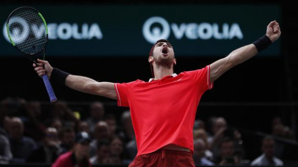 Khachanov befason Djokovicin në finale