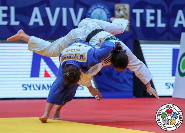 Majlinda arrin çerekfinalen në Dusseldorf