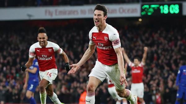 Arsenal rindez luftën për katërshe