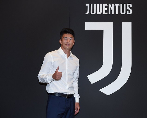 Juventus zyrtarizon verikoreanin Song