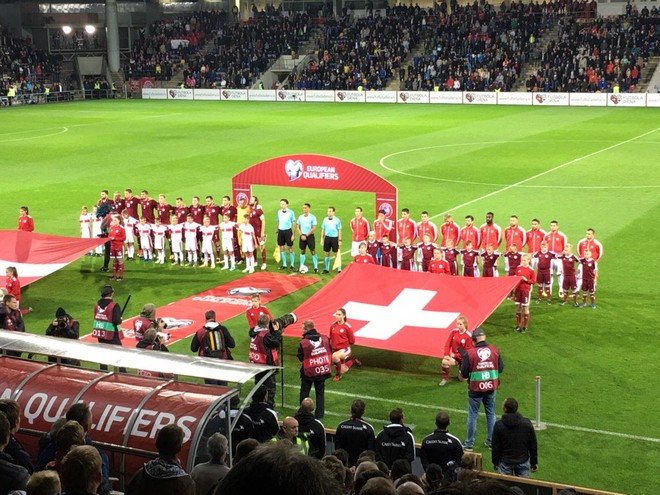 Me 5 shqiptarë startues, Zvicra arrin 8 fitore radhazi