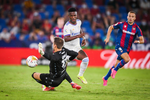 Karton i kuq, mbrojtësi portier, Vinicius shpëton pikën për Realin