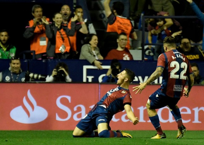 Enis Bardhi me 2 gola, prishet seria e Barcelonës