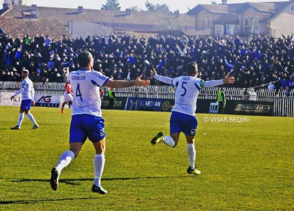 Nwabueze vendos, kampioni vazhdon fitoret