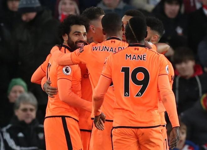 Firmino e Salah, Liverpool 'kërcënon' Unitedin