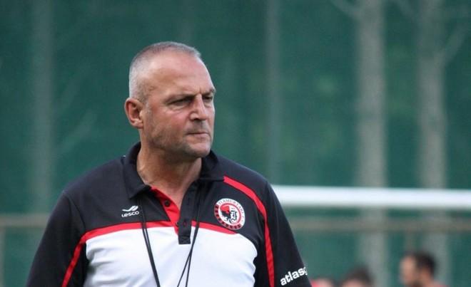 Edhe kampioni me trajner nga Shqipëria