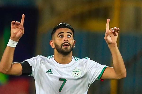 Mahrez çon Algjerinë në finale