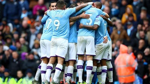 City ndizet në pjesë të dytë, për t'iu afruar Liverpoolit