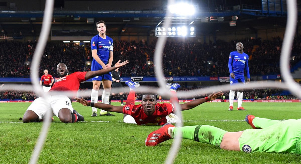 United eliminon Chelsean, kuptohen çiftet çerekfinale
