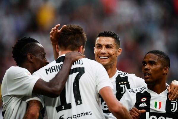 Juventus fitimtar në San Siro