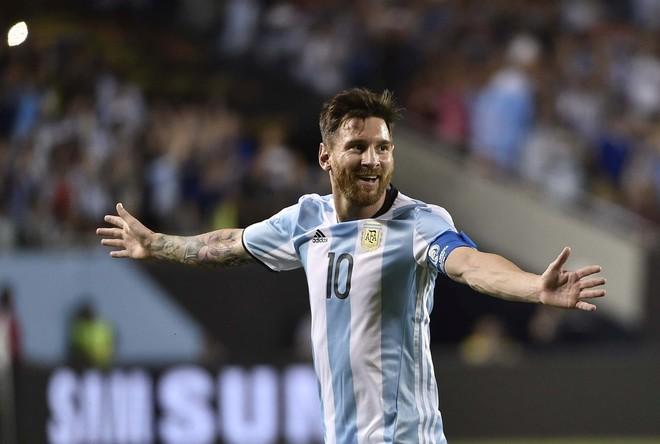 Messi rikthehet furishëm, fiton Argjentina