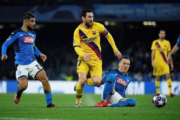 Posedimi Barcelonës, rastet Napolit - vendoset në Camp Nou