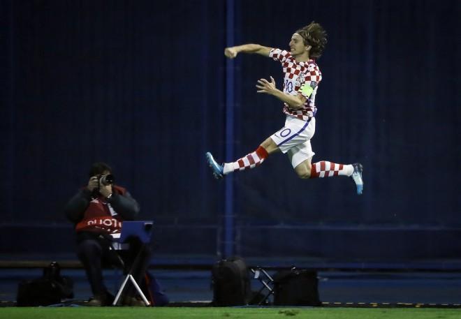 Kroacia fiton derbin ballkanik, i afrohet Botërorit