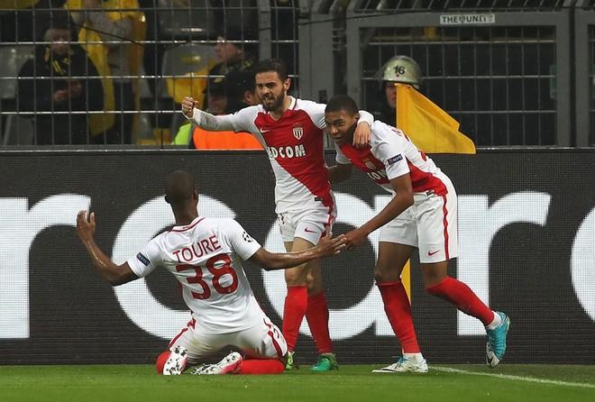 Monaco avancon thellë ndaj Dortmundit