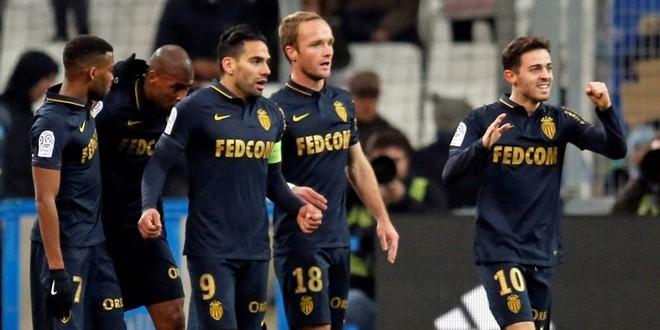 Barazim në derbi, Monaco lider