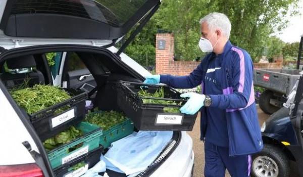 Mourinho në ndihmë komunitetit