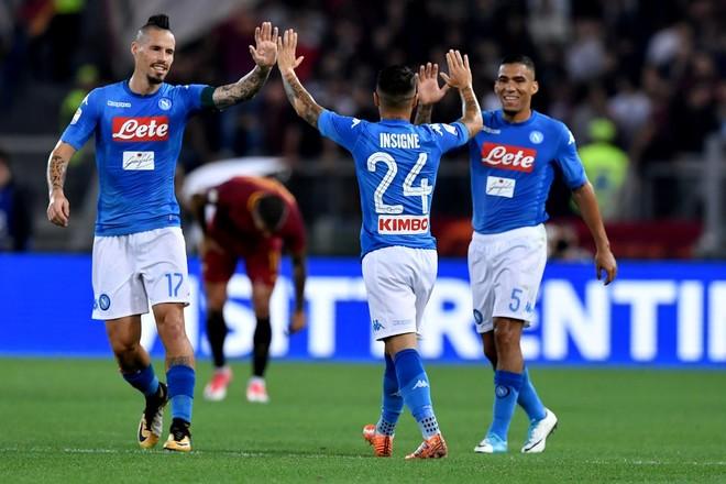 Napoli fiton dhe forcon kreun