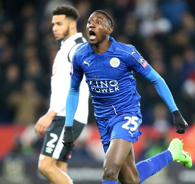 Leicester kalon në rrethin e pestë, pas vazhdimeve
