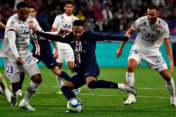 Përkundër se s'po e duan, Neymar vendos përsëri