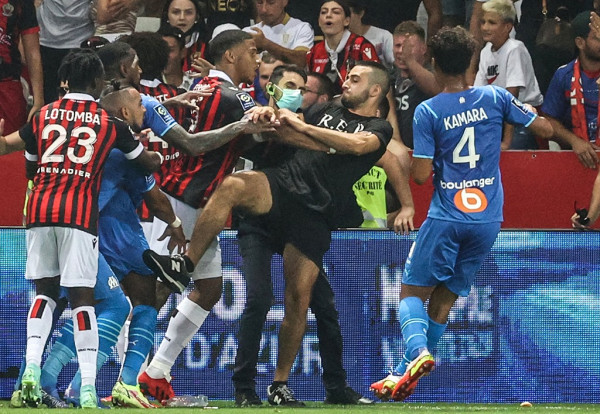 Ligue1 publikon dënimet për Nice-Marseille