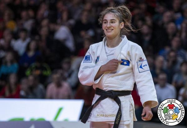 Nora Gjakova mund serben për të kaluar në çerekfinale