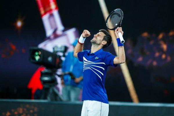 Nishikori 'dorëzohet', Djokovic në gjysmëfinale