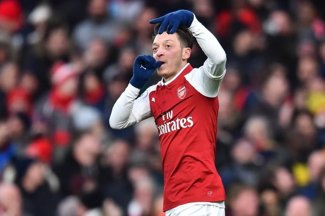 Özil rikthen Arsenalin te fitoret