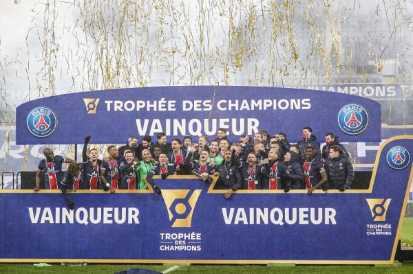 Ndryshe në Paris, 3 ndeshje - 1 trofe