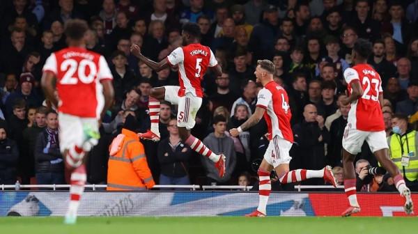 Arsenal del në pjesën e epërme të tabelës