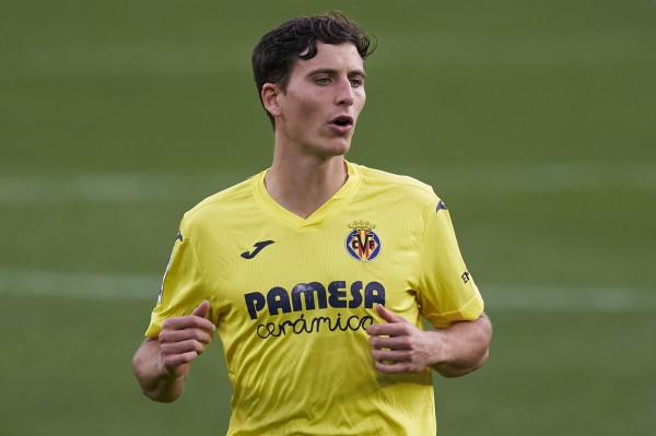 United pas Pau Torres