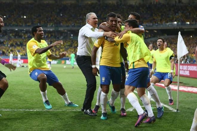 Brazili demolon Argjentinën, gauchosët rrezikojnë Botërorin