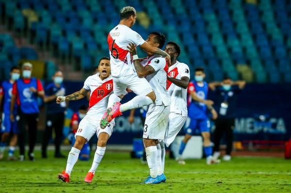 Lapadula shkëlqen, Peru eliminon Paraguajin dhe arrin gj'finalen