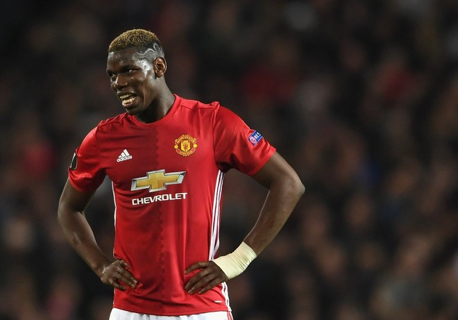 Manchester United dënon lojtarët