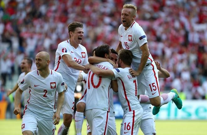 Nuk mjafton super Shaqiri, Polonia në çerekfinale