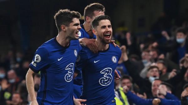 Chelsea pranë Championsit, Leicester rrezikon gjithçka