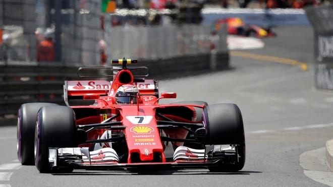 Kimi në pole, Hamilton me probleme teknike