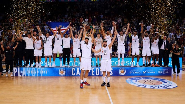 Real Madrid mbron titullin