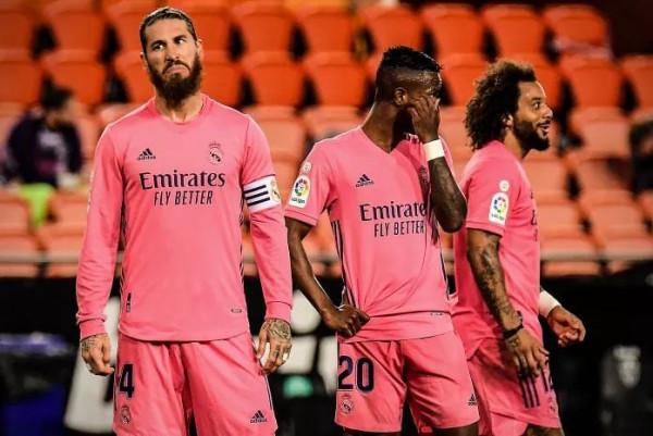 Valencia i kthehet fitores pas një muaji me hattrick nga penalltia