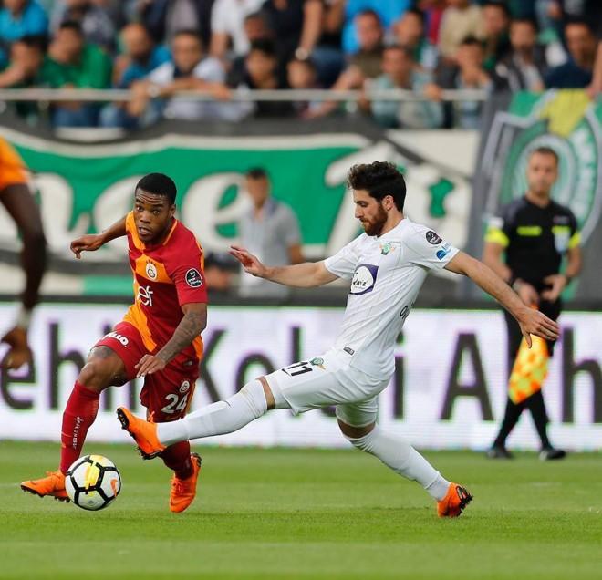 Galatasaray triumfon si mysafir, mbetet lider