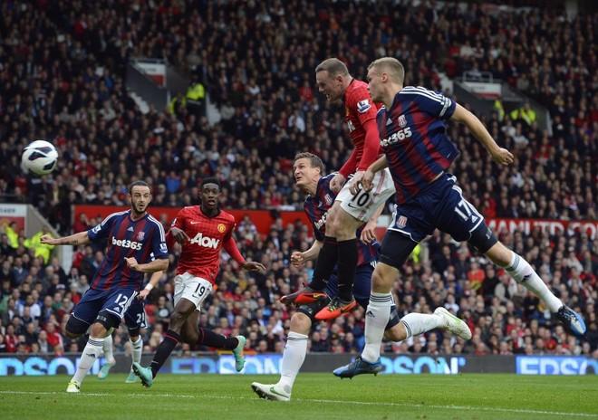 Wayne Rooney rikthehet në Angli